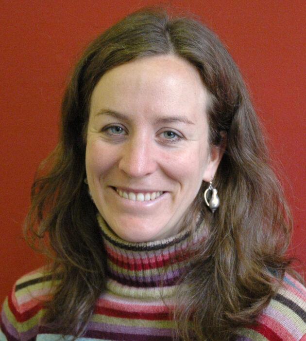 Photo portrait of Dr Hannah Reid